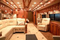 winnebago-tour-42qd