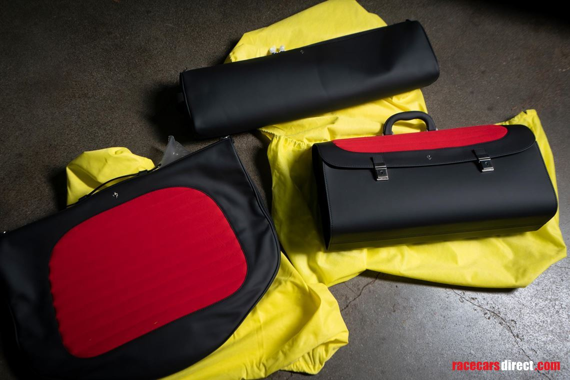 ferrari-f50-luggage-set