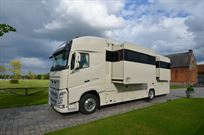 stx-volvo-fh---2-pop-outs---motorbike-garage