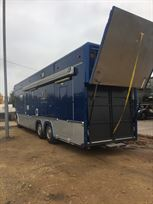 scania-race-transporter-living-quarters