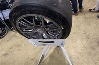 pit-stop-spare-wheel-stands