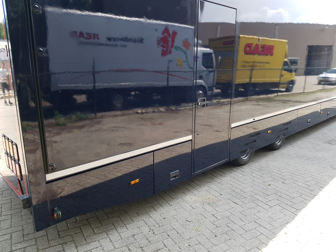new-race-trailers-and-exclusive-car-transport